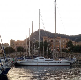 View large version of image: SICILY yacht charter aboard luxury yacht MY LOTTY