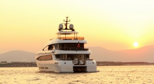 View large version of image: Luxury yacht Quaranta by Curvelle - Logos Marine
