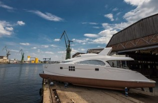 View large version of image: New 70 Sunreef Power Yacht CLOUD launched