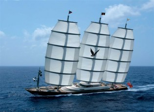View large version of image: First Baccarat SuperYacht World Trophy for luxury yacht MALTESE FALCON by Perini Navi