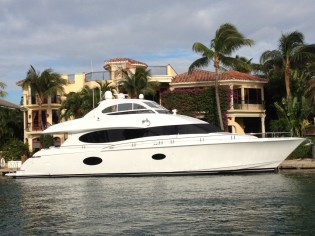 View large version of image: Bahamas Yacht Charters – Christmas aboard motor yacht COLD GECKO