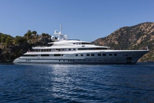 View large version of image: Sterling Scott-designed superyacht AXIOMA shortlisted for IY&A Award 2014