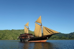 View large version of image: Indonesia Yacht Holidays on board Charter Yacht ALILA PURNAMA