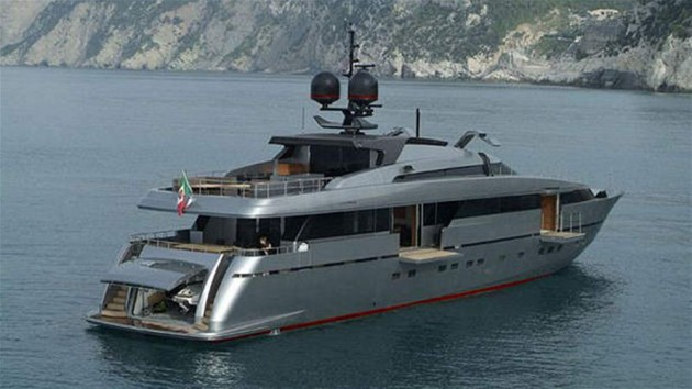 View large version of image: Crewed Motor Yachts France >100'
