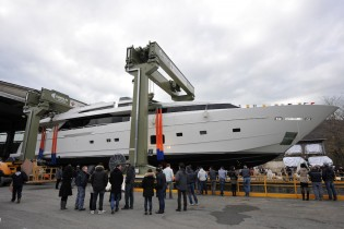 View large version of image: Francesco Paszkowski-designed SL118 superyacht H1 launched by Sanlorenzo