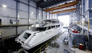 View large version of image: Hull and superstructure of 55m Heesen superyacht AZAMANTA joined together