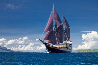 View large version of image: Beautiful New 51m Sailing Yacht DUNIA BARU Indonesia Yacht Charter Special