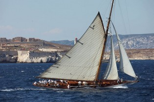 View large version of image: Classic sailing yacht MOONBEAM IV now available for French Riviera yacht holiday
