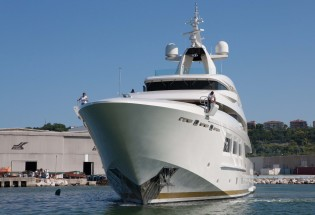 View large version of image: CRN 133 mega yacht SARAMOUR leaves CRN shipyard