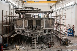 View large version of image: Superyacht WIDER 150' taking shape