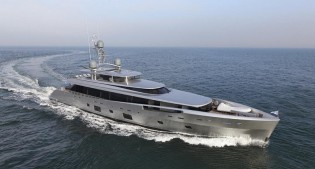 View large version of image: Dubois-designed MONDANGO 3 and COMO Yachts nominated for 2014 ISS Award