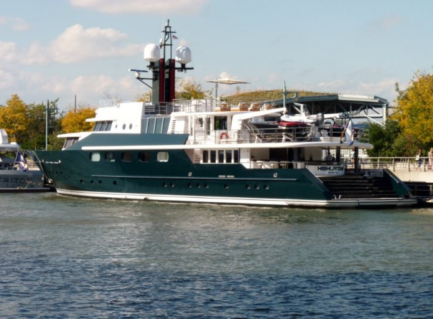 View large version of image: Charter #superyacht, The Highlander, seen on New York City at Chelsea Piers in October 2014