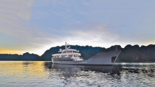 View large version of image: Spectacular Australia and South Pacific Yacht Charter aboard 42m Charter Yacht ANDA